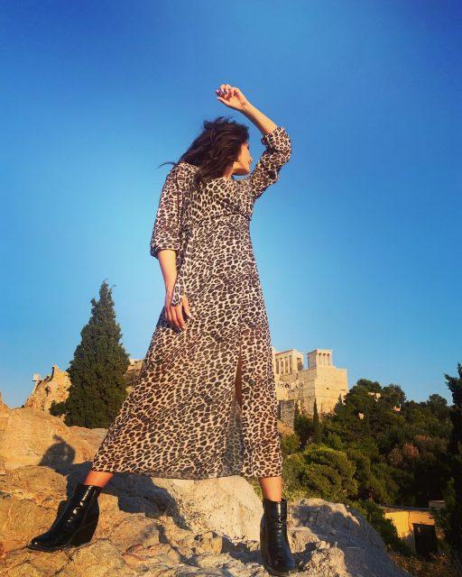𝑺𝒕𝒂𝒚 𝒘𝒊𝒍𝒅 𝒂𝒏𝒅 𝒇𝒓𝒆𝒆…  𝙒𝙒𝙒.𝘼𝙉𝙔𝙒𝘼𝙔𝙁𝘼𝙎𝙃𝙄𝙊𝙉.𝙂𝙍 _____________________________  #anyway_fashion #f21 #fashionaddict #onlineshopping #leoparddress #leopard #acropolis #athens