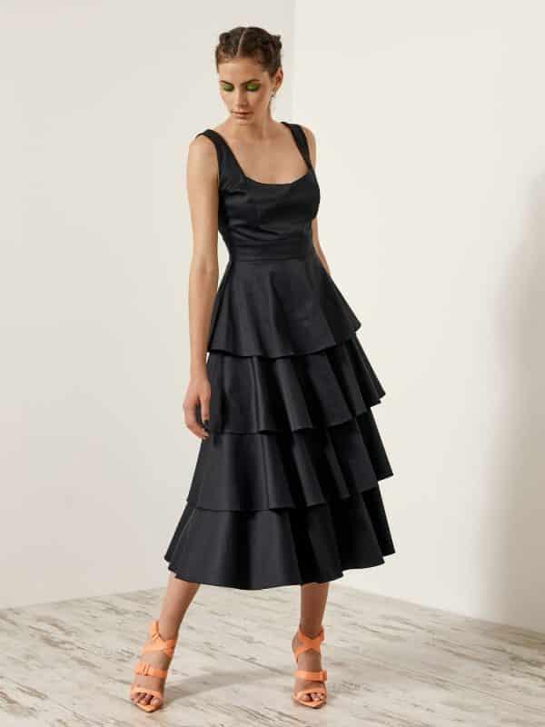 Φόρεμα με στρώσεις βολάν