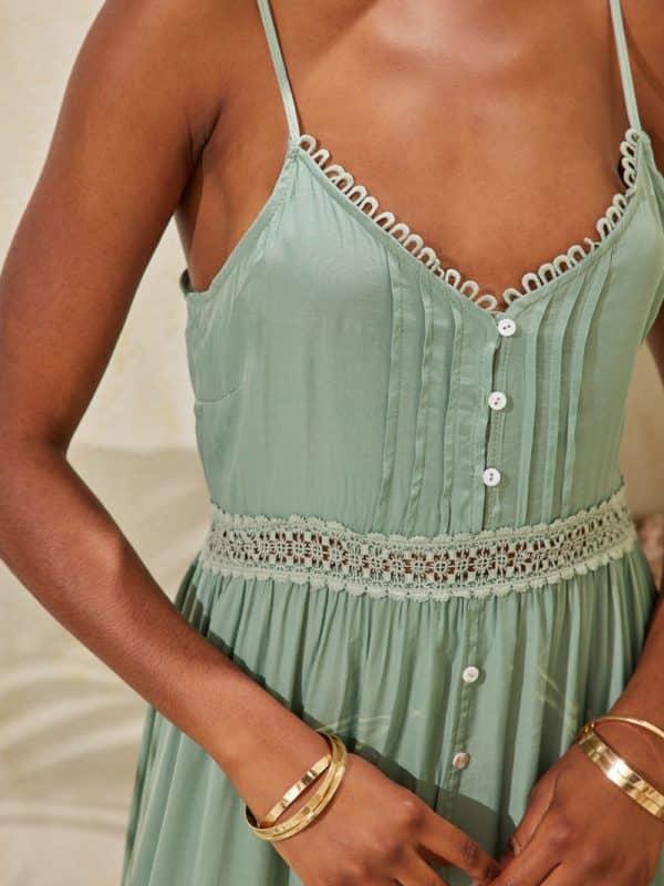 Φόρεμα αέρινο λεπτομέρειες δαντέλας