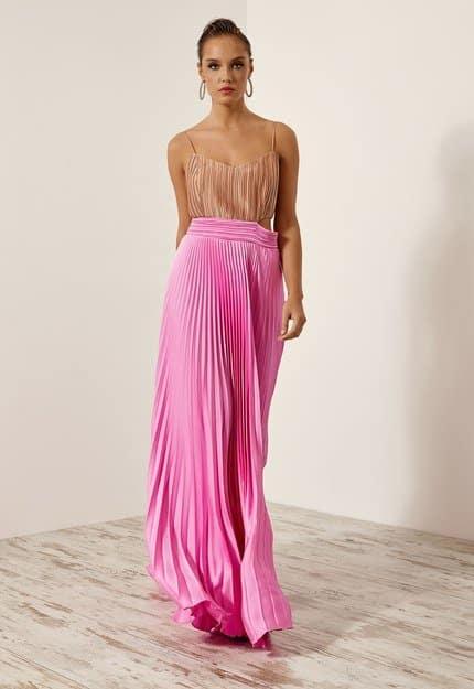 Φόρεμα πλισέ με άνοιγμα στα πλάγια