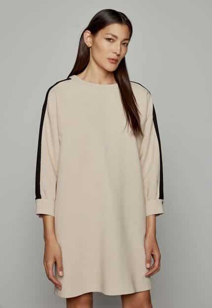 Φόρεμα χυτό με φάσες στα μανίκια